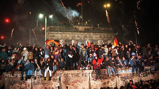 Berlin,Germania,9 noiembrie 1989,Zidul ce despărțea 2 Germanii și o întreagă Europă,cade