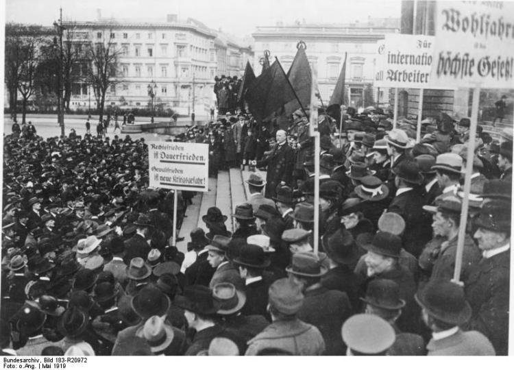 Berlin, Maifeier, Philipp Scheidemann spricht