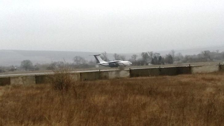 Avion fără numere de bord aterizat pe pista aeroportului militar de la Mărculești // via point.md